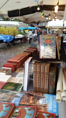 Obligatory street market pic, with a Jules Verne book!