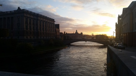 The sun sets over the Riksdaghuset (parliament house)